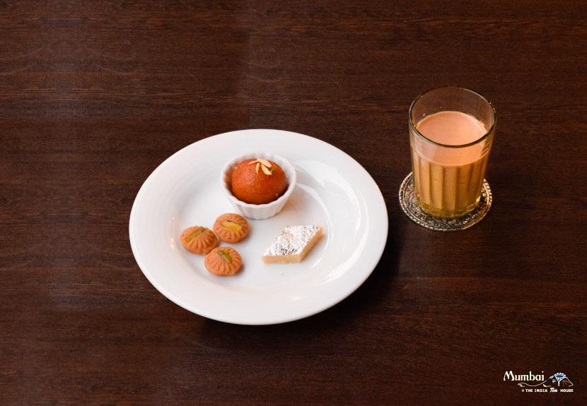 インドスイーツ ミタイ Mithai インドのお菓子 マサラチャイ Masala Chai インド料理ムンバイ 柏モディ 千葉 チャイ飲みセット カフェ ティータイム